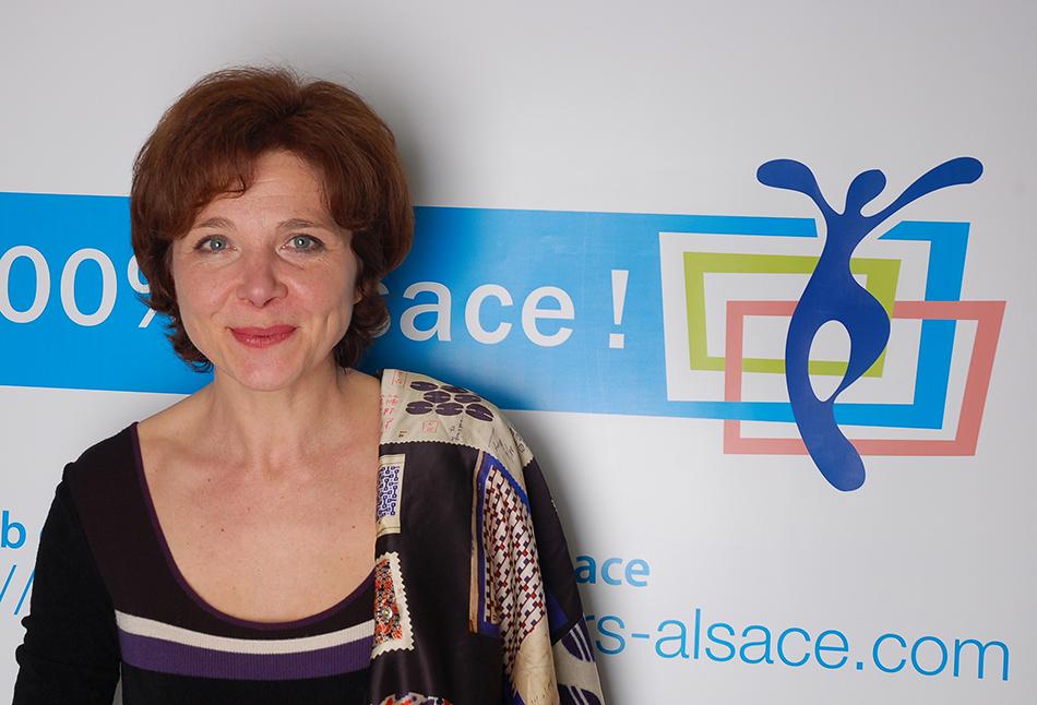 Monique Jung, fondatrice du Club, anime la soirée en compagnie d'Emmanuel Didierjean